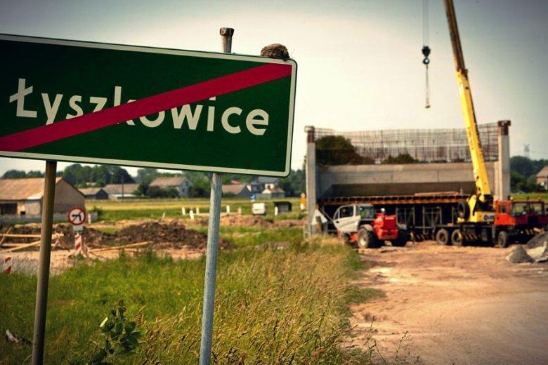 Plac budowy opuszczony przez robotników chińskiej firmy COVEC.