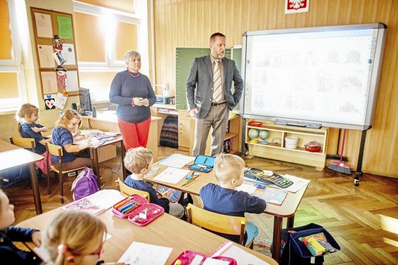 Szkoła podstawowa nr 7 w Łodzi. Część nauczycieli może liczyć na pracę w wyższych klasach podstawówek, ale to z pewnością nie zaspokoi popytu na pracę wśród nauczycieli.