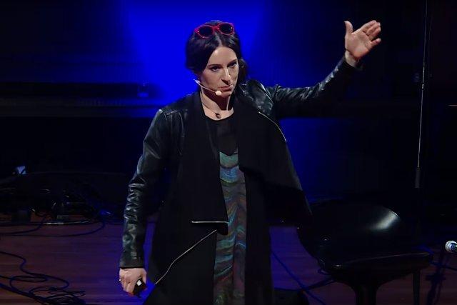 """Ewa-Jarczewska-Gerc podczas ubiegłorocznej konferencji TEDxWarsaw tłumaczyła, co odróżnia motywację od """"motywacji"""""""