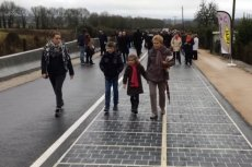 """Solarna autostrada"" w Tourouvre-au-Perche w Normandii."