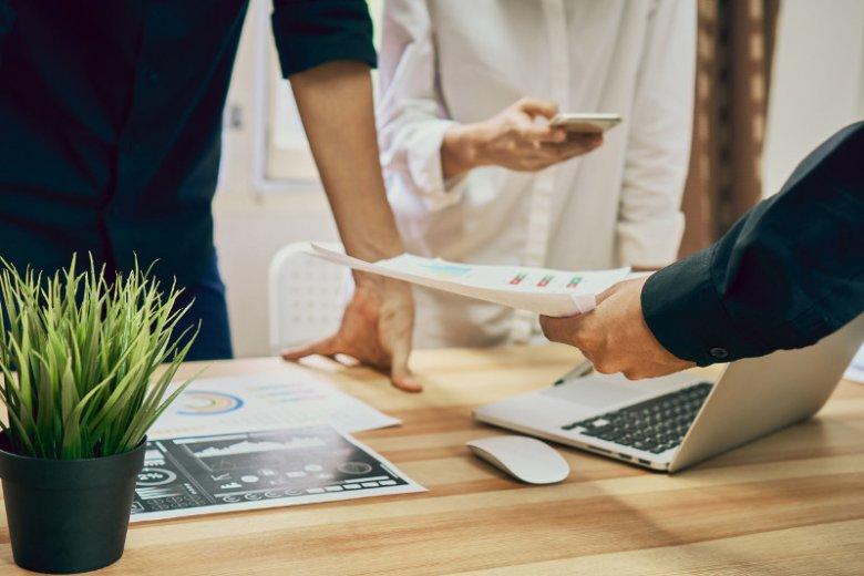 Dostęp do internetu w polskich firmach to już norma. W biznesie rośnie przy tym rola internetu mobilnego. Na co zwracać uwagę przy wyborze oferty dającej do niego dostęp?