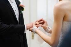 Panna młoda nie dostała pozwolenie na wjazd do kraju. Ślub weźmie więc za pośrednictwem Skype'a.