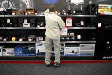 Sklepy często oferują ubezpieczenie sprzętu elektronicznego. Warto sprawdzić, co się podpisuje