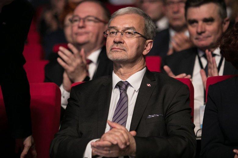 Minister Jerzy Kwieciński obiecuje, że po termomodernizacji bloków z wielkiej płyty, jakość życia i bezpieczeństwo ich mieszkańców się poprawią.