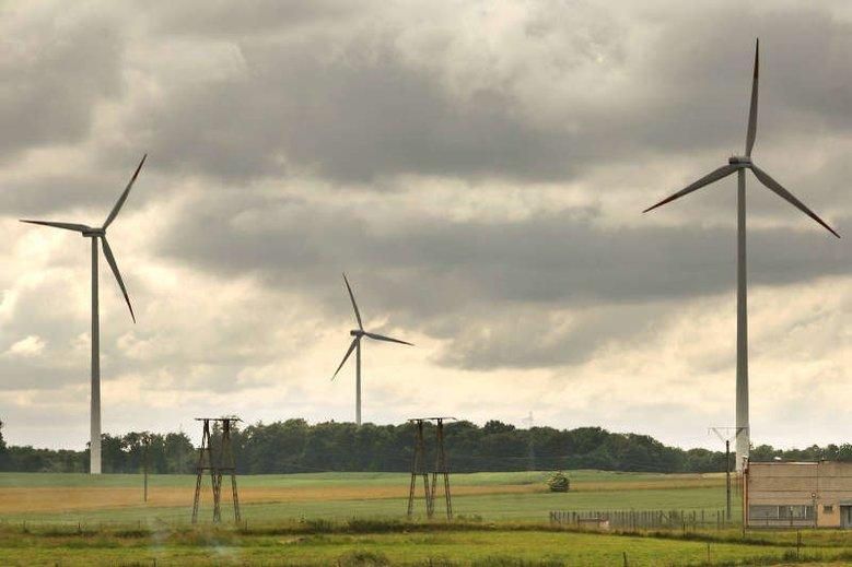 Wiatraki mają zniknąć z polskiego krajobrazu - zdecydował minister energii, Krzysztof Tchórzewski