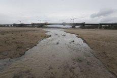 Marek Gróbarczyk zapewnia nas, że wody nie zabraknie, ale apeluje o to, byśmy ją oszczędzali. Sytuacja hydrologiczna kraju jest bezprecedensowa.