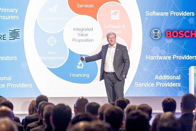"""Całą ideą IoT jest """"to make stupid things smart"""" – czynienie  głupich rzeczy inteligentnymi. Jesteśmy więc w środku jest go biznesu i nasza pozycja jest naprawdę silna – mówi Hartung."""