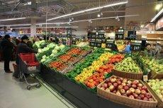 Mikroplastik w warzywach i owocach od lokalnych dostawców pojawia się częściej niż w tymch z marketów - ustalili naukowcy z Włoch.