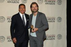 """Były prezes HBO Richard Plepler odpowiadał za sukces serialu """"Gra o Tron"""" i innych hitów. Na zdjęciu pozuje razem z Nikolajem Coster-Waldau, odgrywającym rolę Jamiego (po prawej)."""