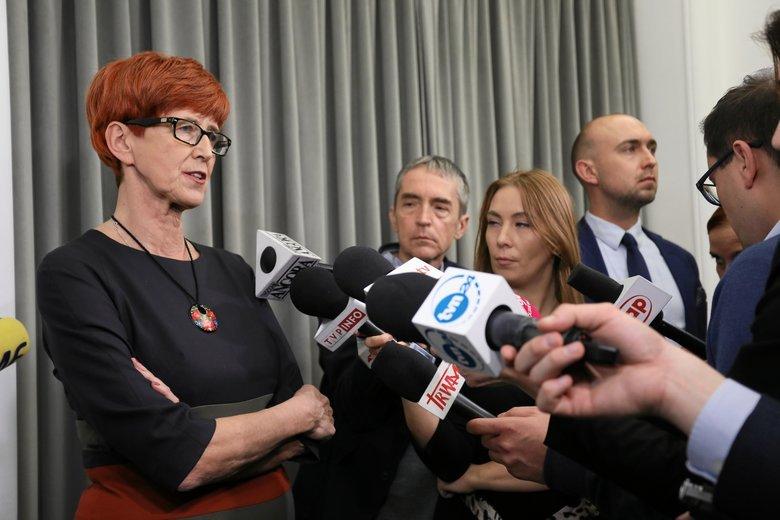 Minister pracy Elżbieta Rafalska rozwiewa wątpliwości dotyczące złagodzenia zakazu handlu.