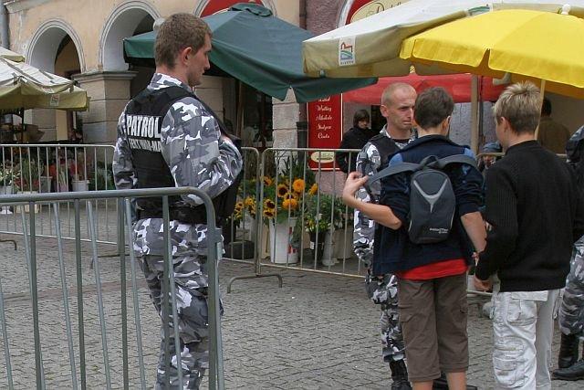 W niedziele pracują w Polsce tysiące ochroniarzy. Dla wielu z nich to najlepszy pod względem dochodów dzień tygodnia