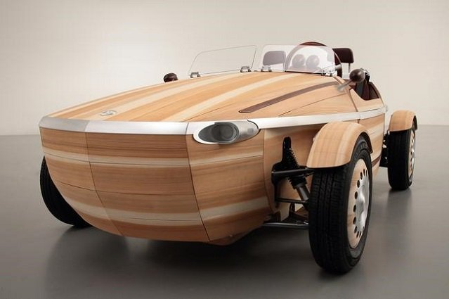 Jeden samochód składa się z 86 paneli, połączonych bez użycia ani jednej śruby.