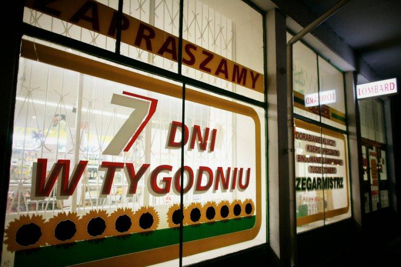 Bardzo dobryFantastyczny Koniec handlu w Polsce. Lokalne sklepy znikają tak szybko jak PC21