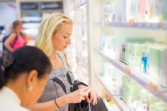 Odróżnienie oryginalnych perfum od podróbek wbrew pozorom nie jest specjalnie trudne