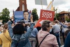 Kampania wyborcza Rafała Trzaskowskiego i Andrzeja Dudy trwa - drastyczny spadek wpływów budżetu nie przeszkadza w składaniu obietnic.