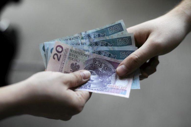 Prezesi banków zgarniają rocznie miliony złotych. Najlepiej opłacanym prezesem polskiego banku w 2018 r. był Cezary Stypułkowski z mBanku. Zarobił 5,1 mln zł.