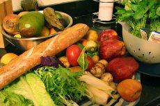Łupy freegan to zwykła, niezepsuta jeszcze żywność. A chwilę wcześniej to wszystko leżało na śmietniku.