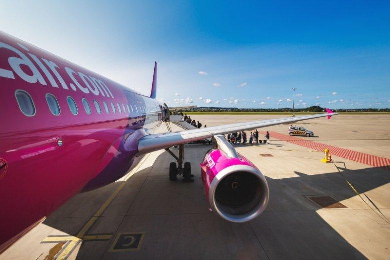 Linie lotnicze Wizz Air przegrały proces z pasażerem, który - nie mogąc skorzystać z toalety - nasikał w samolocie.