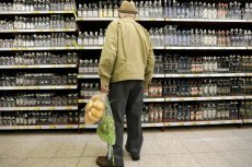Sklepy sprzedające alkohol czeka rewolucja wizerunkowa: co wstawić na witrynę zamiast butelek?
