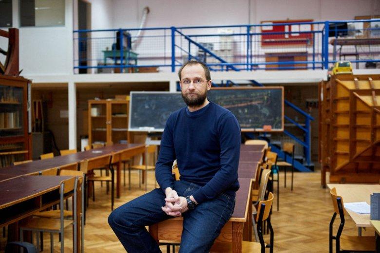 Dr inż. Rafał Dalewski zaczął pracę nad B-Droidem z powodu zmniejszającej się w ostatnich latach populacji pszczół.