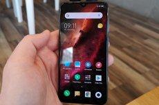 Xiaomi Mi 9 SE kosztuje 1499 - 1599 złotych. To bardzo udany substytut flagowca konkurentów w przystępnej cenie. Opisujemy sprzęt i specyfikację techniczną Xiaomi Mi 9 SE