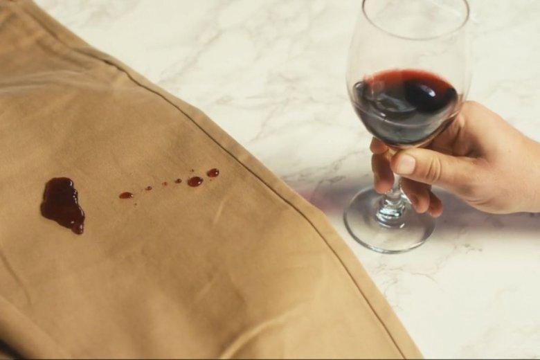 Spodnie mają między innymi być odporne na plamy
