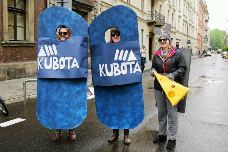 Urok, wręcz kult, klapek Kubota przetrwał do dziś. Juvenalia 2017 w Krakowie.