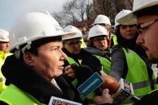 Prezydent  Warszawy, Hanna Gronkiewicz-Waltz, podczas ceremonii wmurowania kamienia węgielnego pod rozbudowę drugiej linii metra.