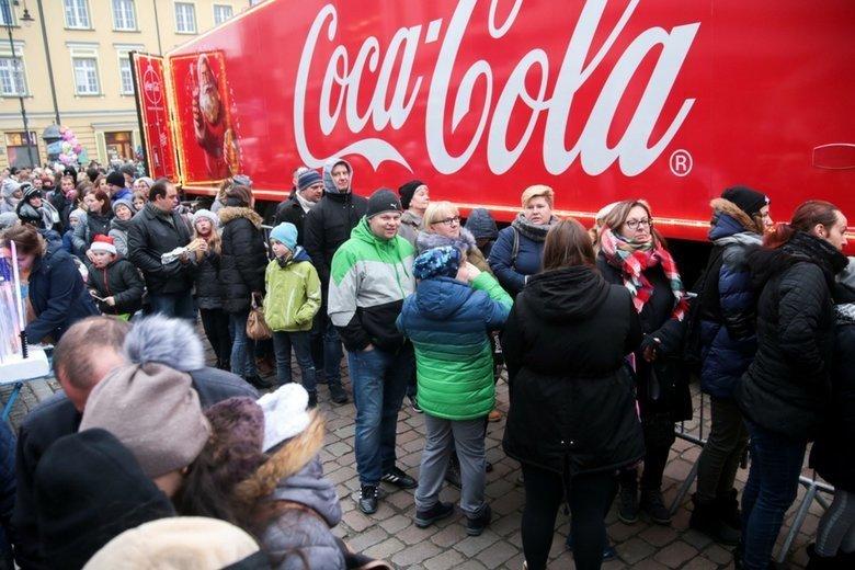 Coca-Cola wprowadziła do polskich sklepów napój o smaku cynamonu, który jest dostępny w Społemie i Lewiatanie