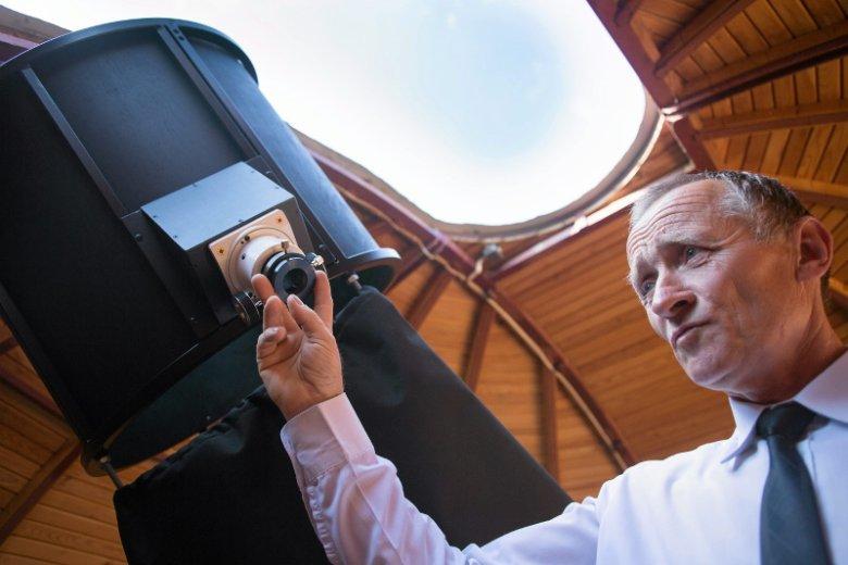 Dr Bogdan Wszołek, twórca największego w Polsce prywatnego obserwatorium astronomicznego.