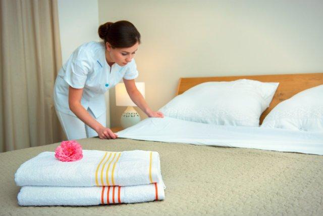Kolejne sieci hoteli rezygnują z małych buteleczek z szamponami, odżywkami i żelami do mycia