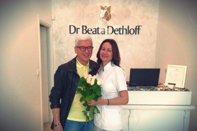 Dethloff dba o gwiazdorski marketing - jej najnowsza klinika została otwarta w Konstancinie, a na otwarciu pojawiła się m.in Małgorzata Rozenek, Rafał Mohr, Joanna Horodyńska i Daria Widawska.