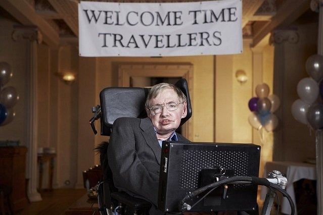 Profesor słynie również z poczucia humoru, m.in. zorganizował imprezę powitalną dla podróżników w czasie