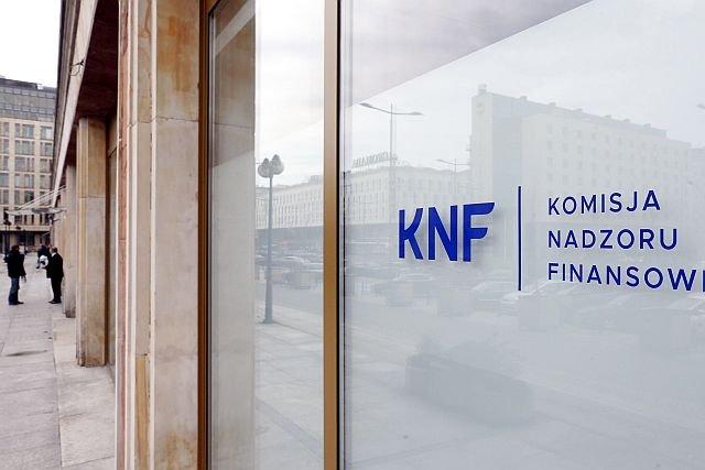 Podejrzane wydatki Komisji Nadzoru Finansowego. Setki tysięcy złotych poszły na dziwne usługi
