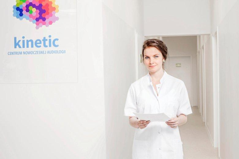 Centrum Nowoczesnej Audiologii wspomaga terapię dzieci z autyzmem specjalną dietą. Na zdjęciu dietetyk kliniczny Joanna Białczak