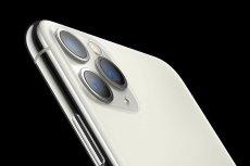 iPhone 11 Pro - jego 3 potężne aparaty budzą respekt, ale i zdumienie dzięki swoim rozmiarom