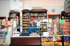 Liczba małych sklepów w ciągu ostatnich trzech lat znacznie zmalała. Wzrosła za to liczba supermarketów i dyskontów.