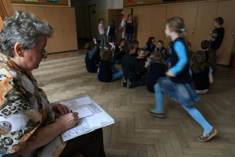 Gdyby nie brak informacji i wsparcia ZUS, wielu nauczycieli mogłoby otrzymywać nawet 300-400 złotych wyższą emeryturę.