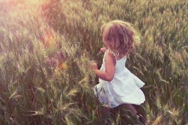 Reklama Grupy Azoty ukazująca dziewczynkę biegnącą przez łany zbóż dobrze obrazuje kierunek, w jakim chce podążać chemiczny potentat Polski