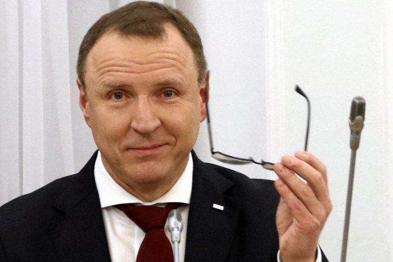 Jacek Kurski po wyborach straci pracę, wraz z nim lojalni pracownicy mediowi. Opozycja chce powołać inną instytucję, mówi się też o zupełnej rezygnacji z abonamentu RTV