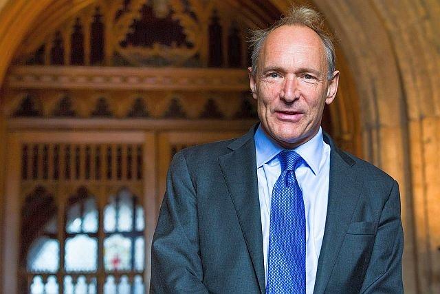 – To, co kiedyś było bogatym wyborem blogów i stron internetowych, zostało zmiażdżone pod ogromnym ciężarem kilku dominujących platform – twierdzi Sir Tim Berners-Lee.
