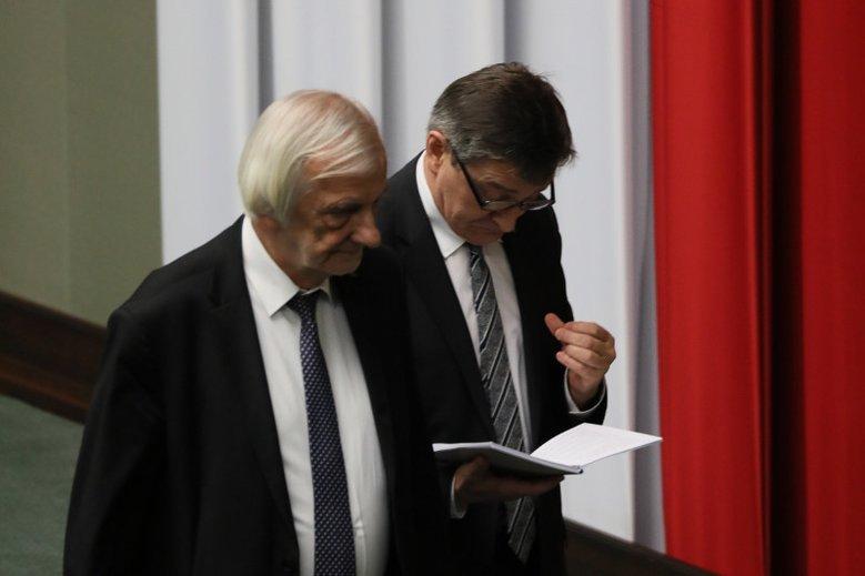 Aby uzyskać pożyczkę w sejmowej kasie potrzeba poręczenia dwóch posłów oraz zgody marszałka Sejmu Marka Kuchcińskiego.