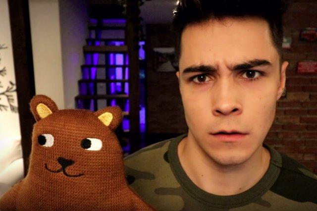 reZigiusz to jeden z bardziej popularnych youtuberów, jest członkiem agencji Get Hero