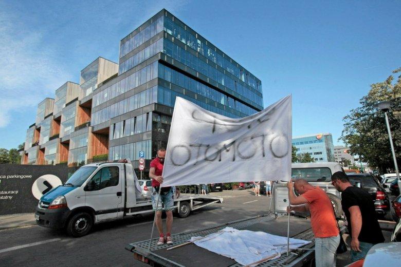 Prowizje Allegro wywoływały nawet protesty, np. użytkowników otoMoto.pl w 2015 r.
