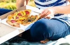 W dwóch trzecich przebadanych kartonów do pizzy znaleziono szkodliwą dla zdrowia substancję - bisfenol A.