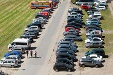 """Policja przymyka oko na problem """"parkingowych"""""""