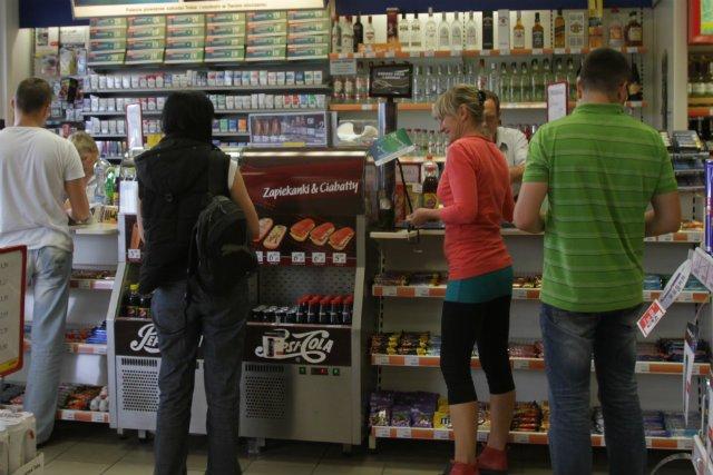 Na czym zarabiają dzisiaj stacje benzynowe? Coraz większą część sprzedaży stanowi jedzenie