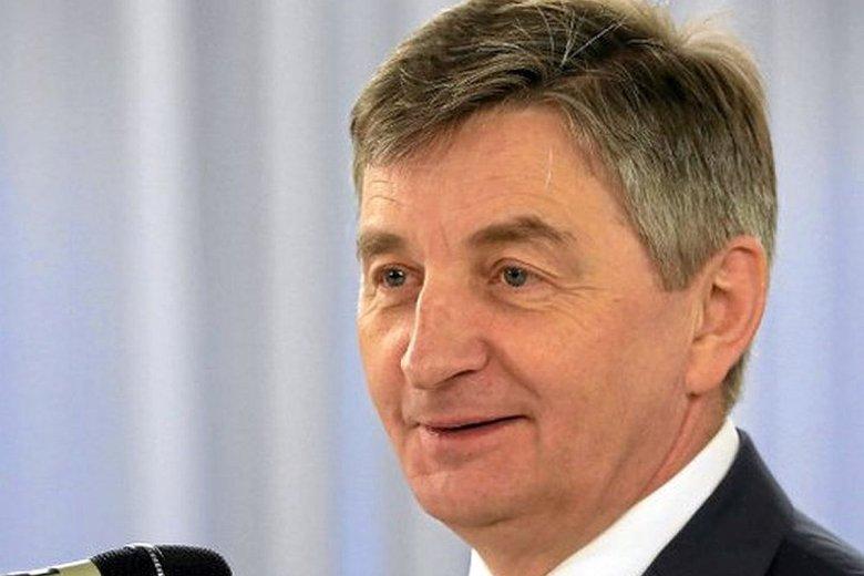 Marszałek Kuchciński stwierdził, że członkowie rodziny nie mieli jak zapłacić za bilety na lot do Rzeszowa.