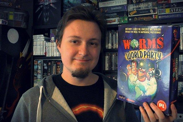 Arkadiusz Kamiński, twórca serwisu, na co dzień pracuje jako programista. W wolnym czasie, pod psuedonimem Dark Archon, recenzuje gry i tworzy materiały o historii tej branży.