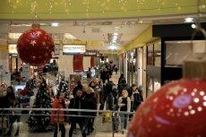 Melodie i piosenki na Boże Narodzenie w nadmiarze tylko potęgują stres.